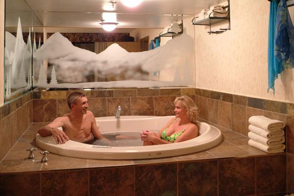 Jacuzzi Suite - Douglas Fir Resort & Chalets, Banff Canada